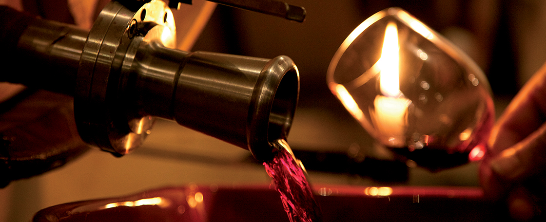 Racking involves transferring the wine from one cask into another in order to separate the liquid from the deposit (the lees). The repeated process gives an increasingly clear and glittering wine.